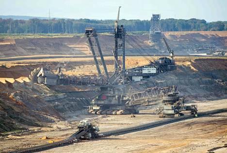 Saksa on EU:n voimavaltio, ja EU saarnaa, kuinka tärkeää ilmastonmuutoksen vastainen taistelu on. Samaan aikaan Saksa lisää kivihiilen käyttöä. Hambachin ruskohiilikaivosta on tarkoitus laajentaa.