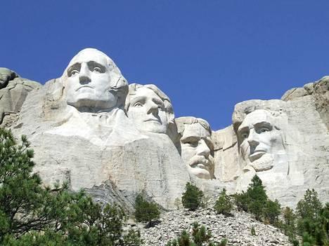 Mount Rushmoren kallioon on ikuistettu George Washingtonin, Thomas Jeffersonin, Theodore Rooseveltin ja Abraham Lincolnin kasvot.