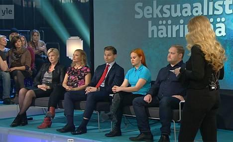 Seksuaalisesta häirinnästä olivat puhumassa muun muassa Helinä Häkkänen-Nyholm (vas.), Anu Niemi, Antti Häkkänen, Karla Nieminen ja Samuli Suonpää.