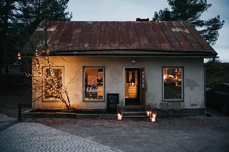 Markus Nikko ja Satu Ilola perustivat pitsaravintolan vanhaan taloon Kauklahdessa.