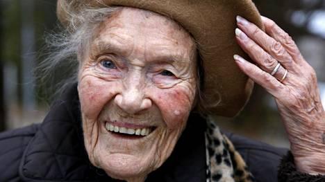 Aino Karttunen, 103, Espoon Tapiolasta.