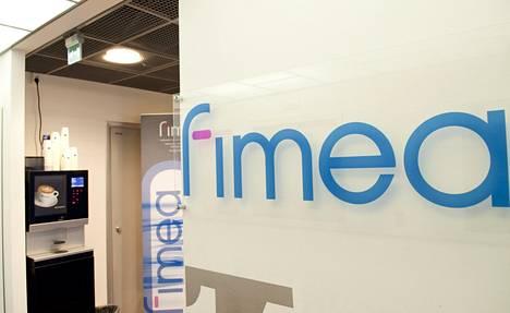 Lääkealan turvallisuus- ja kehittämiskeskus Fimea on esimerkki alueellistamisesta. Sen siirtämisestä Helsingistä Kuopioon päätti keskustan ministeri Liisa Hyssälä vuonna 2008.