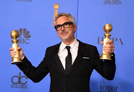 Roma-elokuvan ohjaaja Alfonso Cuarón Golden Globe -gaalassa sunnuntaina. Cuarón palkittiin parhaana elokuvaohjaajana ja Roma parhaana vieraskielisenä elokuvana.