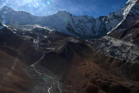 Himalajan jäätikköä Everestin alueella Nepalissa marraskuussa 2018.