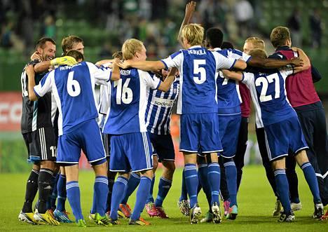 HJK:n pelaajat riemuitsivat torstaina paikkaa Eurooppa-liigassa.
