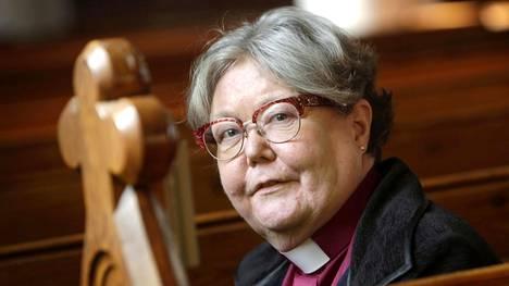 Helsingin piispa Irja Askola peräänkuuluttaa inhimillisempää pakolaispolitiikkaa terrorismin ja vihapuheen kitkemiseksi.