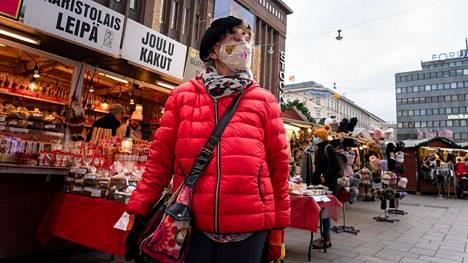 Raija Lankisen jouluna käyttämään rahamäärään vaikuttaa se, että epidemian vuoksi lahjoja ei voi viedä monille henkilökohtaisesti.