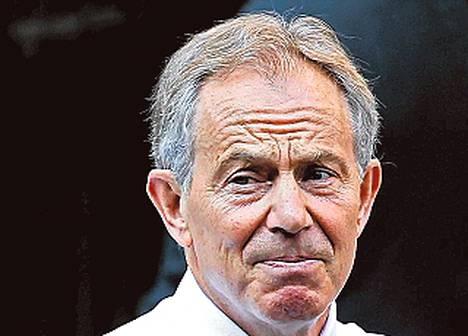 """Tony Blair (Britannian pääministeri 1997–2007) on rikastunut puhujamatkoilla, muistelmillaan ja öljyalan konsulttikeikoilla. Blairin Windrush Ventures -yhtiö sai viime vuonna tuloja 15 miljoonaa euroa. Veroja se maksoi 400000 euroa. """"Meidän täytyy puuttua verojärjestelmän väärinkäytöksiin"""", oppositiojohtaja Blair sanoi vuonna 1994."""