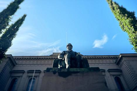 Suomen Pankin mukaan pankkisektori on pysynyt koronapandemian aiheuttamasta šokista huolimatta toimintakykyisenä.