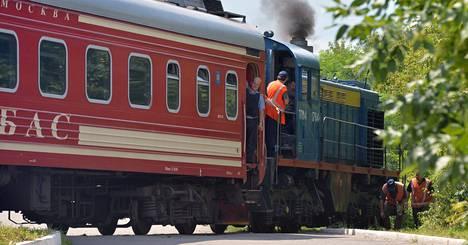 Itä-Ukrainan lentokoneturman uhrien ruumiita kuljettanut juna saapui tiistaiaamuna Harkovan kaupunkiin. Juna lähti Torezin kaupungista, joka sijaitsee noin 15 kilometrin päässä turmapaikalta.