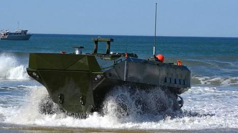Onnettomuuteen joutuneesta amfibiovaunusta ei ole toistaiseksi annettu julkisuuteen tarkempia tietoja. Kuvassa on sotateollisuusjätti BAE:n amfibioajoneuvo. Onnettomuuteen joutunut yksikkö tilasi BAE Systemsilta vuonna 2018 ainakin 30 uutta vastaavan kaltaista ajoneuvoa.