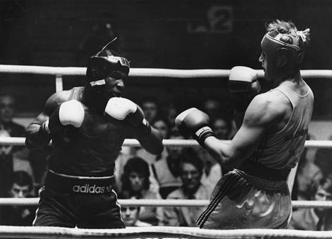 Mike Tyson otteli ruotsalaisen Håkan Brockin kanssa Tammer-turnauksessa Tampereella vuonna 1984.