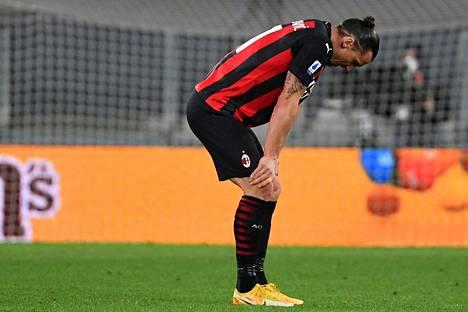 Zlatan Ibrahimović loukkasi polvensa viime viikon sunnuntaina. Lauantaina hänen seuransa AC Milan kertoi toipumisajan olevan jopa kuusi viikkoa.
