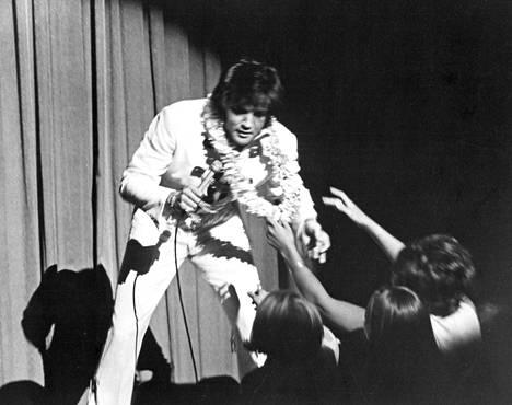 """Elvis Presley on tähän asti parhaassa osassaan, itsenään, """"Tämä on Elvis"""" -dokumentissa."""