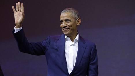 Barack Obama tervehti yleisöä Helsingin Messukeskuksessa torstaina.