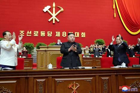 Kim Jong-un kuvattuna Pohjois-Korean työväenpuolueen kokouksessa Pjongjangissa.