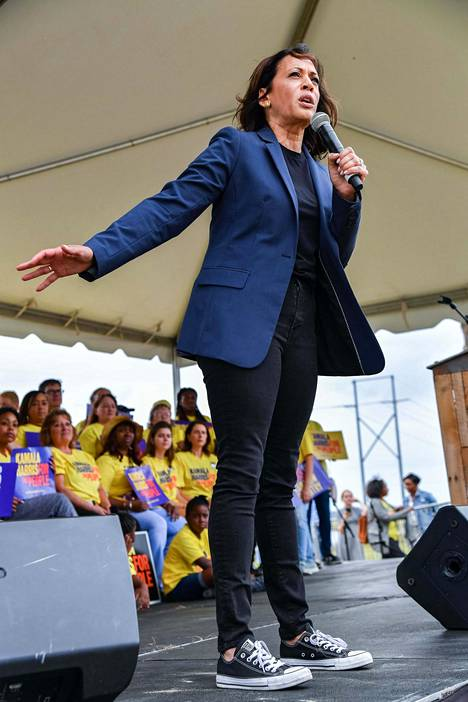 Senaattori Kamala Harris esivaalitilaisuudessa Etelä-Carolinassa lokakuussa 2019.