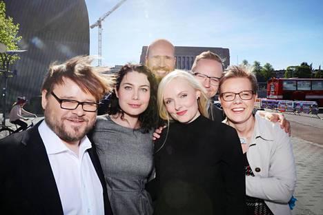 Puheenjohtajakilvassa ehdokkaina ovat Mika Flöjt (vas.), Touko Aalto, Emma Kari, Maria Ohisalo, Olli-Poika Parviainen ja Krista Mikkonen. Ennakkosuosikki on Emma Kari, mutta lopullisen päätöksen tekevät vihreiden jäsenet.