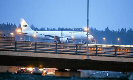 Iraqi Airways -lentoyhtiön kone vaihtoi paikkaa Arlandan lentokentällä pommiuhkauksen jälkeen.