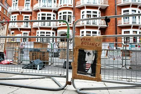 Julian Assange on kesäkuusta asti majaillut Ecuadorin suurlähetystössä Lontoossa.
