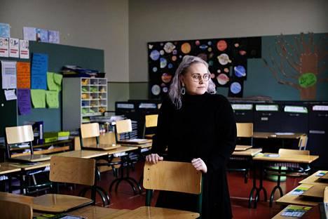 Kallion ala-asteen koulun opettajan Ronja Heinon mielestä olisi ihana nähdä oppilaansa ennen kesälomaa, mutta häntä epäilyttää, olisiko se turvallista.