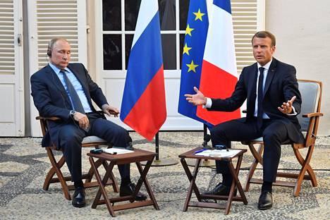 Ranskan presidentti Emmanuel Macron tapasi Venäjän presidentin Vladimir Putinin kesäasunnollaaan keskiaikaisessa Brégançonin-linnoituksessa Etelä-Ranskassa maanantaina.