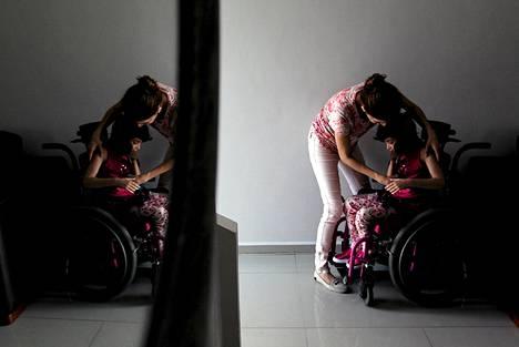 Mayela Benavidesin tytär Graciela Elizalde kärsii vaikeasta epilepsiasta. Meksikolainen oikeus päätti, että tyttö voi ottaa marijuanapohjaisia lääkkeitä lievittämään sairauden oireita.