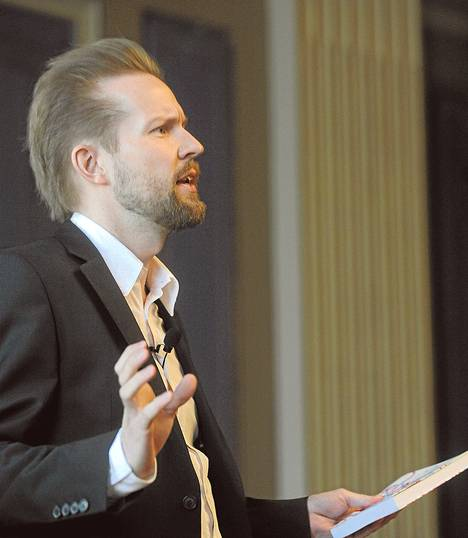 Pekka Himanen tilaustyönsä luovutustilaisuudessa maaliskuussa 2010.