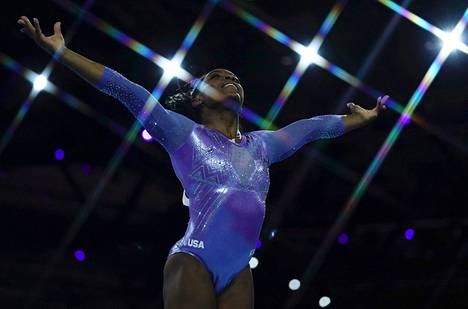 Yhdysvaltain voimistelun supertähti Simone Biles on kertonut olleensa yksi voimistelumaajoukkueen entisen lääkärin Larry Nassarin seksuaalisen hyväksikäytön uhreista. Kuva vuoden 2019 MM-kisoista Saksasta.