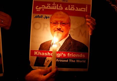 Sauditoimittaja Jamal Khashoggi. Kotimaansa johtoa arvostellut Khashoggi murhattiin ja paloiteltiin Saudi-Arabian Istanbulin-lähetystössä 2018.