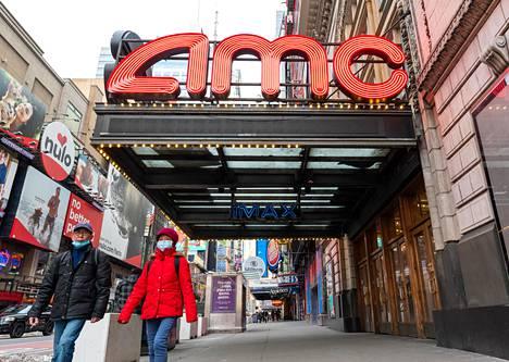 Yhdysvaltain suurin elokuvateatteriketju AMC ilmoitti, että 13 sen elokuvateatteria New Yorkissa aikoo avautua 5. maaliskuuta.