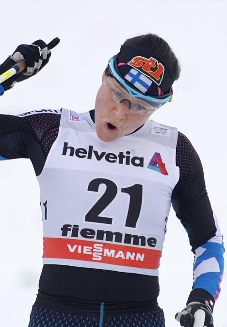 Aino-Kaisa Saarinen tuuletti kauden toistaiseksi parhaan kilpailunsa kunniaksi Tourin kuudennella etapilla Italian Val di Fiemmessä.