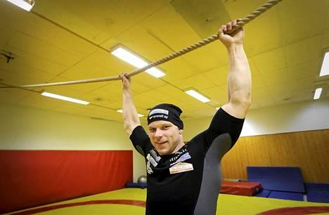 Rami Hietaniemi hävisi avausottelunsa MM-kisoissa.
