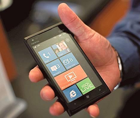 Nokian Lumia 900 –puhelin tuli kauppoihin keväällä.