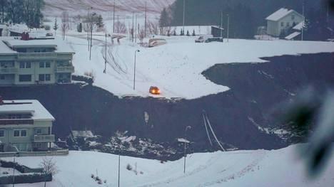 Auto oli pysähtynyt juuri ennen maanvyörymän runnomaa maata Norjassa.