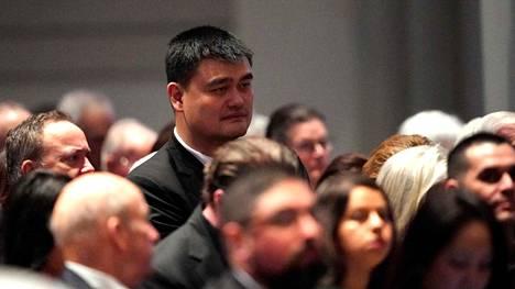 YAo Ming osallistui Yhdysvaltojen presidentin George H. W. Bushin hautajaisiin Houstonissa Texasissa joulukuun alussa.