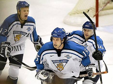 Olli Jokinen, Tuomo Ruutu ja Ville Peltonen vuoden 2004 World Cupin finaalissa.