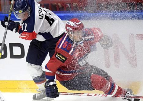 Broc Littlen (vas.) edustama Linköping oli Sebastian Mobergin HIFK:lle liian kova vastus.