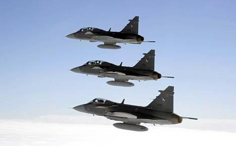 Jas Gripen -hävittäjähankinnat puhuttavat Ruotsissa ja Sveitsissä.