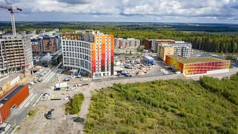 Uutta Lapinkylän asemaa suunnitellaan Kivistön aseman (kuvassa vasemmalla) itäpuolelle noin puolentoista kilometrin päähän. Kivistön aseman viereen avautunee uusi kauppakeskus ensi vuonna.