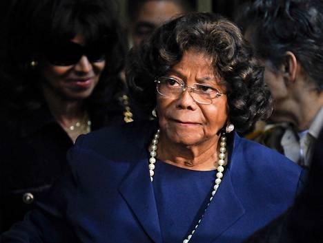 Michael Jacksonin äiti Katherine Jackson poistui Jacksonin lääkäriä Conrad Murrayta vastaan käydystä oikeudenkäynnistä Los Angelesissa marraskuussa 2011.