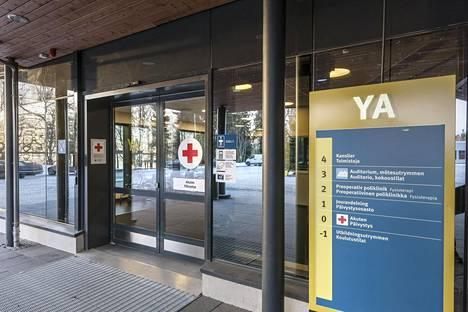 Vaasan keskussairaalan päivystyksen sisäänkäynti.