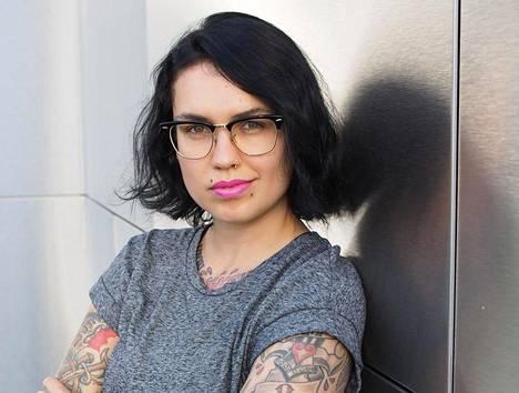 White Trash Disease -blogia pitävä Natalia Tolmatsovan mielestä bloggaajan kadehtiminen voi kertoa siitä, että omaan elämään ei ole täysin tyytyväinen.