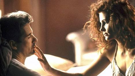 Elokuvan ohjaaja on kehunut Richard Geren ja Julia Robertsin välistä kemiaa.