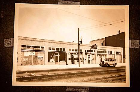 Finnilän saunarakennus avasi ovensa vuonna 1932 San Franciscon pääkadulla Market Streetillä. Nyt tontin ja sillä olevan rakennuksen arvo on 33 miljoonaa dollaria.
