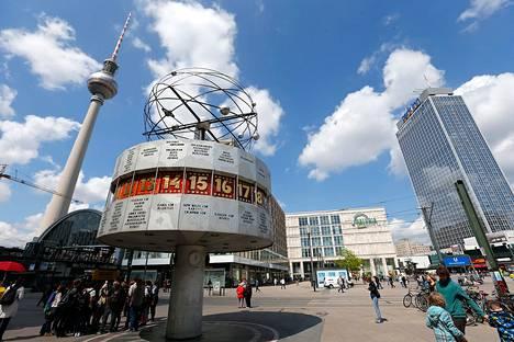 Berliinin Alexanderplatzille on suunniteltu kultaisena hohtavaa 150 metriä korkeaa asuintaloa. Rakennuksessa olisi 39 kerrosta ja alakerrassa hotelli.