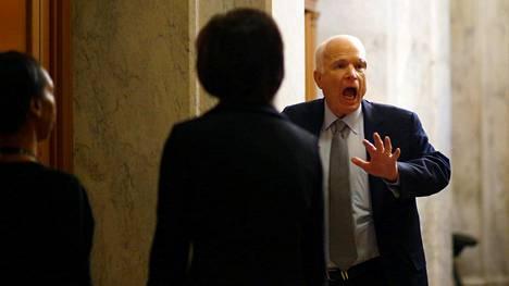 Aivosyöpädiagnoosin saanut senaattori John McCain saapui Yhdysvaltojen kongressiin tiistaina 25. heinäkuuta.