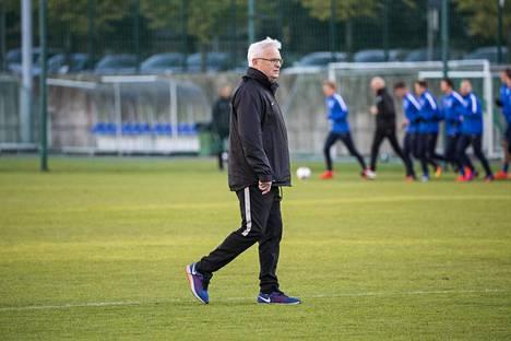 Hans Backen aikakaudella A-maajoukkueen harjoituksissa ei ollut juurikaan kehumista. HS:n tietojen mukaan ne olivat lyhyitä ja heikkoja.