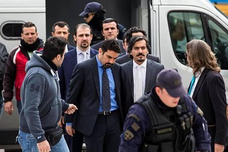 Epäonnistuneen vallankaappausyrityksen jälkimainingeissa maanpakoon helikopterilla lähteneet turkkilaissotilaat vapautettiin torstaina Kreikan korkeimman oikeuden päätöksellä.