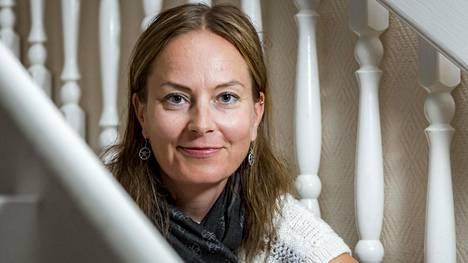 Jaana Huhtaa odottaa työpaikalla muutto avokonttoriin.